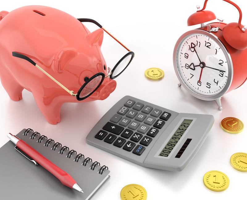 豚の貯金箱と電卓